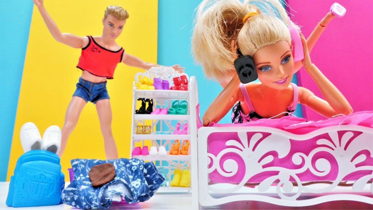 Barbie Ken'in spor kıyafetini yanlış yıkayıp küçültüyor! Kukla oyunu. Kız videosu