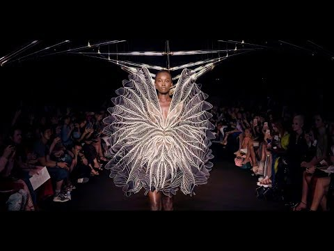 IRIS VAN HERPEN – SYNTOPIA – Fall 2018 Haute Couture Paris – Fashion Channel