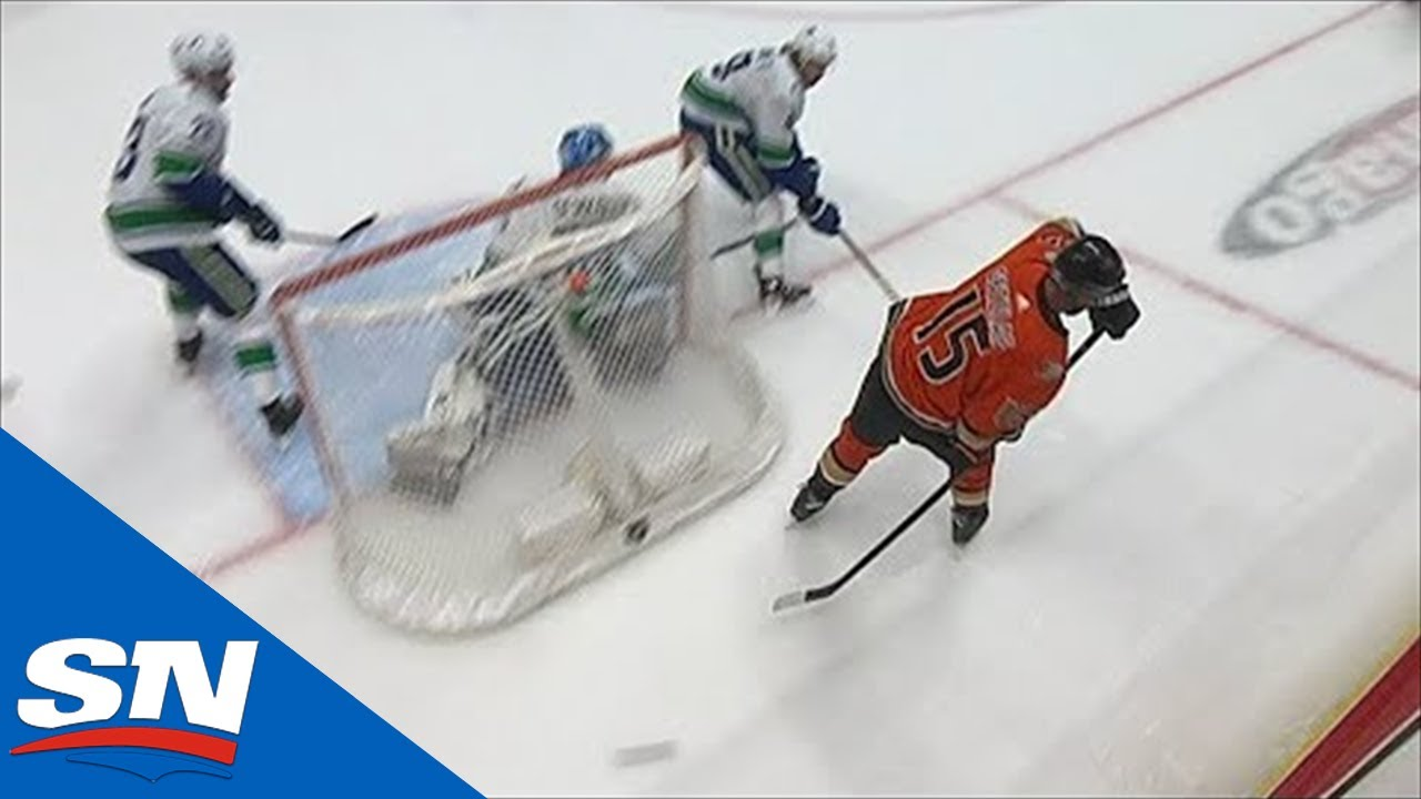 Ryan Getzlaf's No-Look Reverse Pass Sets Up Derek Grant For A Goal
