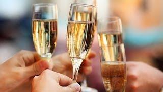 Как выбрать бокалы для напитков? GuberniaTV(Как правльно дрержать бокал в руке, чтобы не прослыть невеже, особенно если вы в ресторане? Есть правила..., 2013-05-31T07:06:33.000Z)