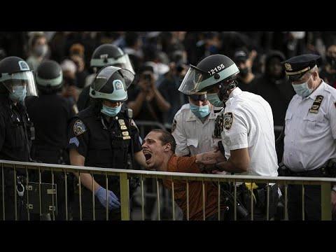 شاهد.. الشرطة الأمريكية تنفذ حملة اعقالات لوقف حركة الاحتجاجات…  - نشر قبل 8 ساعة