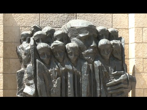 survivors,-scholars-mourn-jewish-victims-of-holocaust