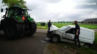 Auto in sloot na botsing op kruising in Staphorst