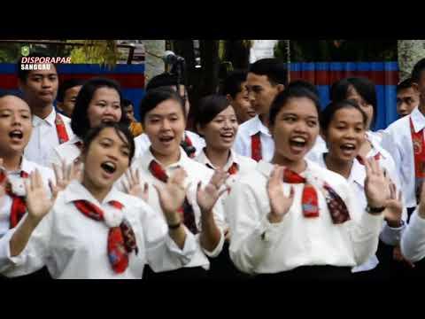 SMA DON BOSCO SANGGAU - Paduan Suara Lagu - Lagu Daerah