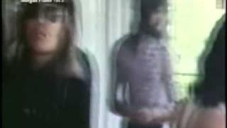 Extracto de un video donde se ve a Queen compartiendo una tarde con...