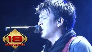 Video NOAH - Menunggumu (Live Konser Kediri Februari 2013) download MP3, 3GP, MP4, WEBM, AVI, FLV Desember 2017