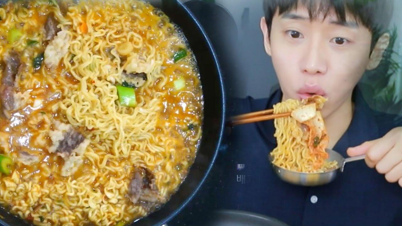 """비올땐 역시 직접 만든 차돌박이 라면이죠 + 실비김치 """"리얼요리먹방""""Korean mukbang eating show"""