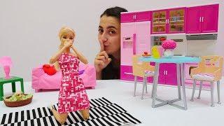 Eğlenceli oyunlar. Barbie HIÇKIRIK tuttu! Kukla oyunu