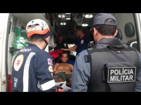 Homem é detido após ameaçar pessoas no Centro de Caxias; veja vídeo