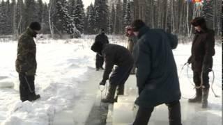Нарезают лед для фигур