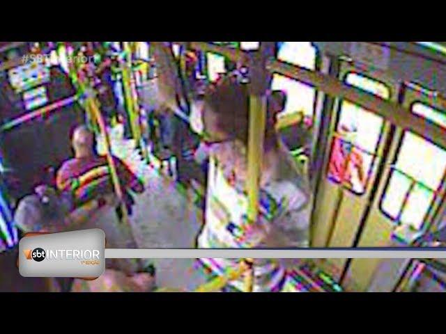Morre mulher que caiu de ônibus ao tentar pegar 'rabeira'