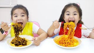 Suri and Annie Pretend Play Making Chocolate and Ketchup Black Noodles with Cooking Toys