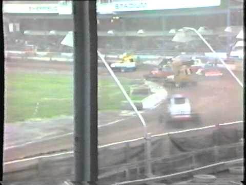 brisca stockcars sheffeild 1985 frankie wainman & stu smith battle it out.VOB