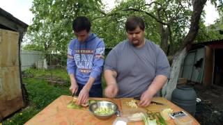 Салат с курицей и яблоками..