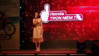 Hòa Minzy tại show honda ở Bình Định. Hoa Dâm Bụt nhí nhố vui hết cỡ
