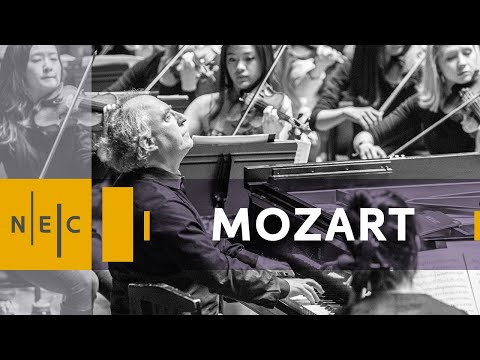 Mozart: Concerto for Piano No. 22 in E Flat Major