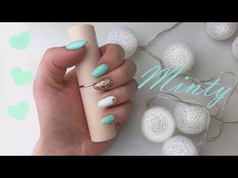 Дизайн ногтей мята с белым