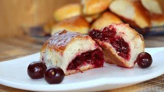 Пирожки духовые на дрожжах с вишней