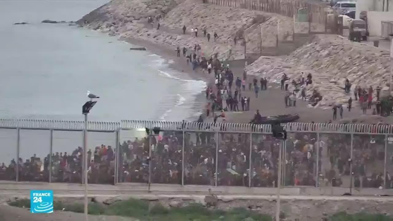 آلاف المهاجرين يدخلون جيب سبتة الإسباني بينهم مئات من القاصرين  - نشر قبل 2 ساعة