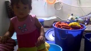 vuclip Alisha Nadi Syauqina - 45 Bantuin Mamah nyuci (9Jan2015)