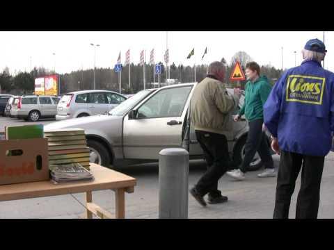 2011-04-16 Felparkerad bil utanför Maxi Haninge