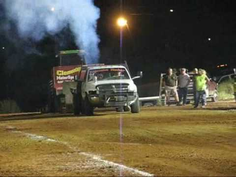 Harrodsburg Ky 2.8 Diesel truck pull 9-19-09