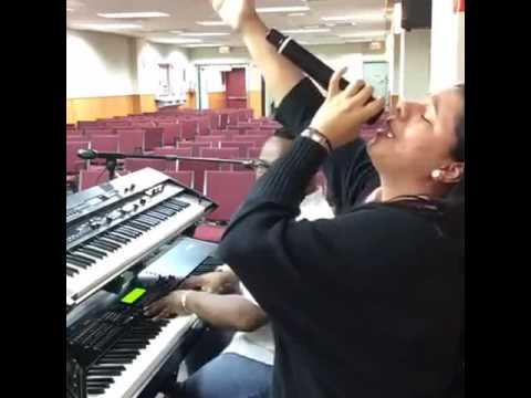 Jesus Mi Fiel Amigo / Traigo Mi Perfume (Beso Tu Pies) - Jennifer Martinez