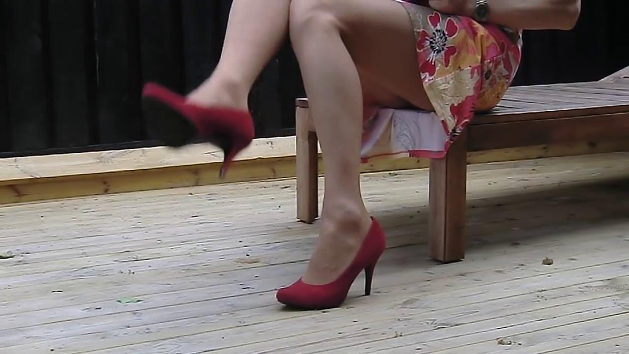 crossdresser de caterinas jhom !! Usando uma saia curta isso é realmente uma performance incrivel !