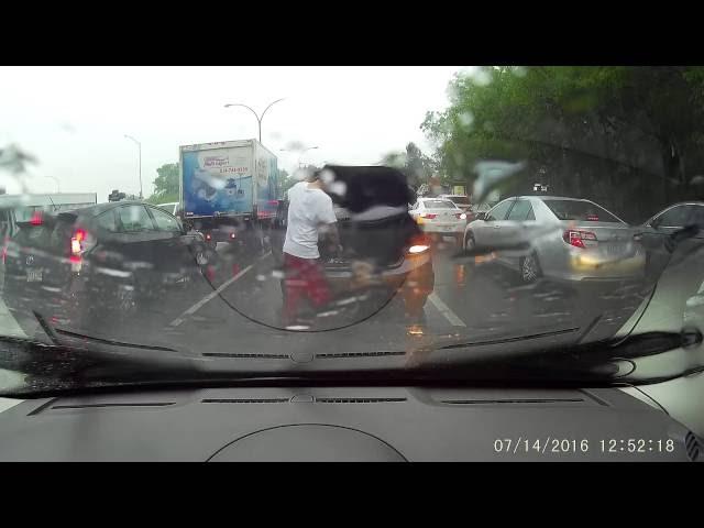 SVI SU U ŠOKU! Zaustavio je saobraćaj po najvećem pljusku i IZAŠAO iz auta samo da uradi OVO...