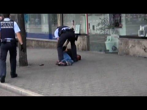 В Германии беженец