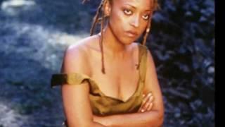 run the voodoo down (reprise) - Cassandra Wilson ft Anjelique Kidjo