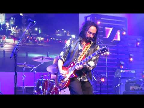 The Dirty Knobs: Runnin Down a Dream Tom Petty featMike Campbell