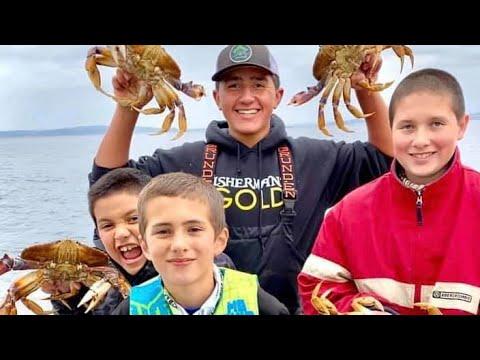 CATCHING HUGE DUNGENESS CRAB | 2020 Puget Sound Crab Opener