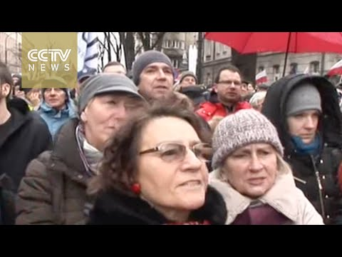 50,000 rally in Warsaw to 'defend democracy'