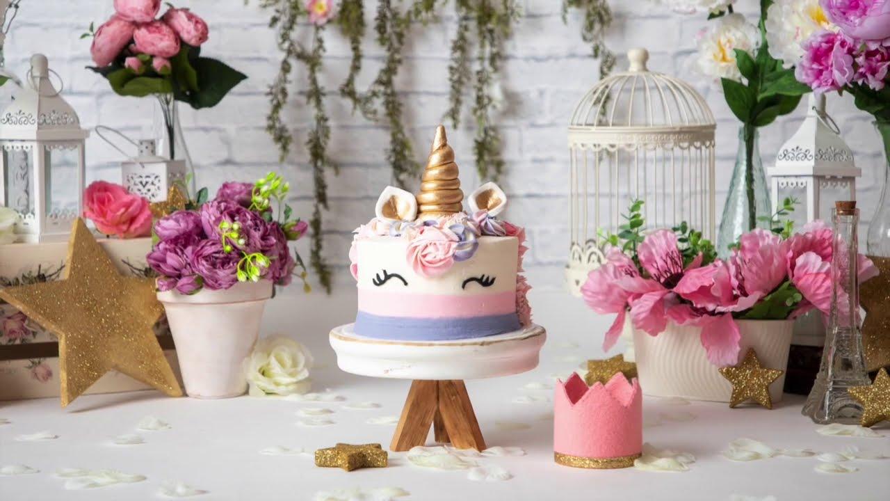 Behind-The-Scenes Cake Smash de Unicornio & muchos Flores