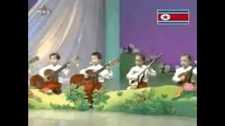North Korean Kids Playing Guitar 北朝鮮児童のギター演奏