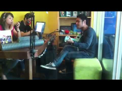 Ello - gak kayak mantanmu live in 99ers radio jakarta
