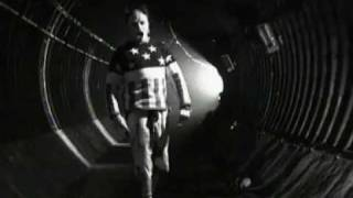 The Prodigy - Firestarter (Official Video)(BUY THE NEW ALBUM 'THE DAY IS MY ENEMY' NOW - Itunes: http://prdgy.co/DayIsMyEnem... + Official Website: http://prdgy.co/ProdigyStore24 + Amazon: ..., 2008-05-27T20:24:46.000Z)