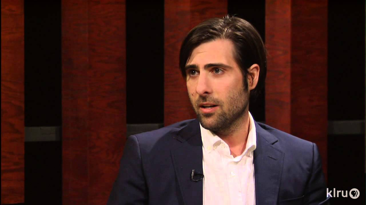 jason schwartzman explains the plot of grand budapest hotel jason schwartzman explains the plot of grand budapest hotel