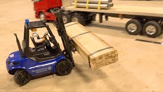 LOADING WARS - BATTLE of the BACKUPS: RC FORKLIFT FIGHTS