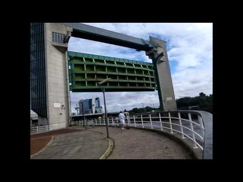 River Hull Tidal Barrier raising. Video not speeded up.