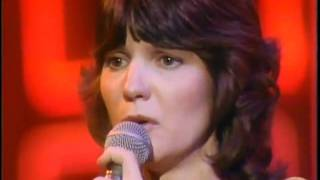 "Mary MacGregor   "" Torn Between Two Lovers "" ( Live )"