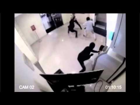 SATPAM PEMBERANI HAJAR PERAMPOK ATM! (CCTV FOOTAGE)