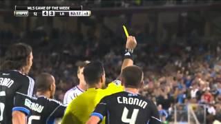 [HD]ベッカム、ファウルで横たわる選手にボールをキック、大絶賛される thumbnail
