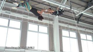 Fly'n Fit trapeze studio 日本初屋内空中ブランコ施設 01 LEVEL1 Knee Hang Catch.