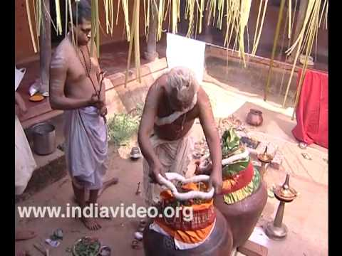 Sacred thread ceremony for Mizhavu