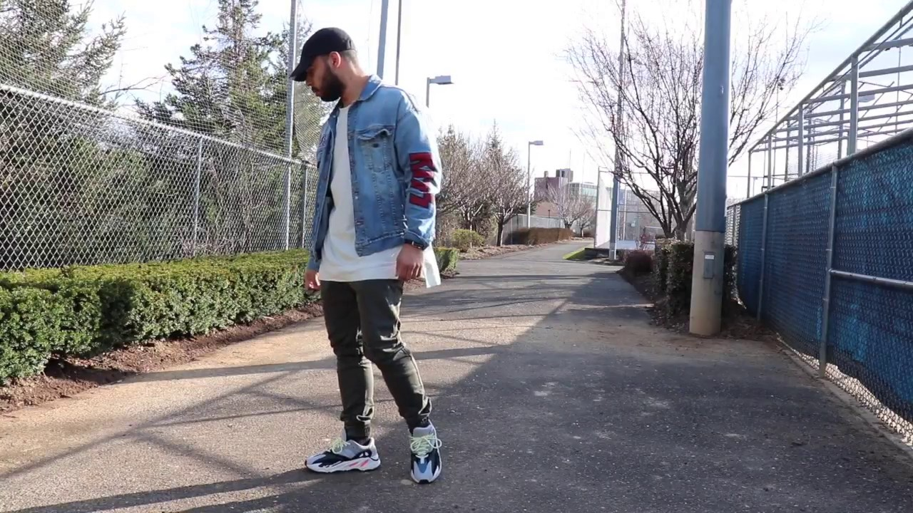 watch 4d10f 1c360 Yeezy 700 wave runners on feet ( HD )