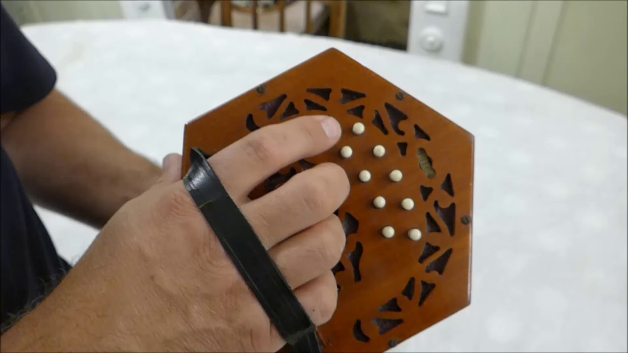 how to play 20 button concertina