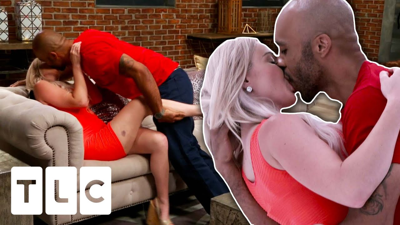 """Strangers First Kiss Leads To A """"Hot And Heavy"""" Make Out Session 