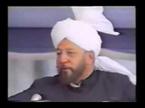 Mirza Tahir Ahmad emotionally talking while sermon on compassion & love with wives